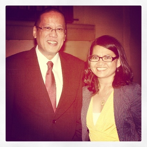 Writer strikes a pose with PNoy